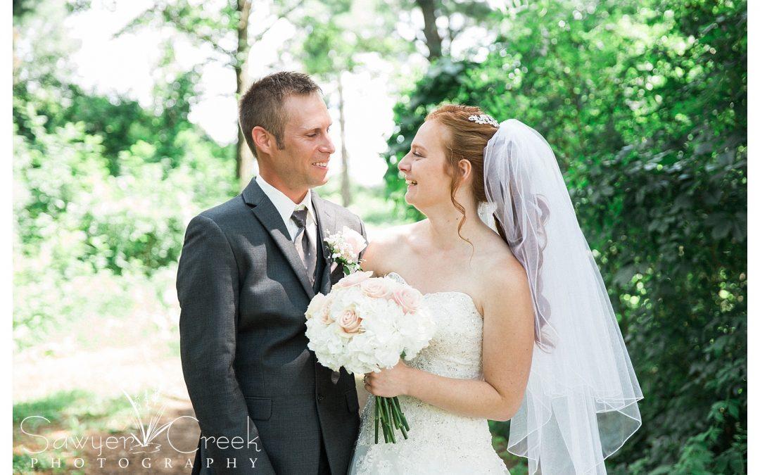 Outdoor Wedding   Coyland Creek   Sawyer Creek Photography